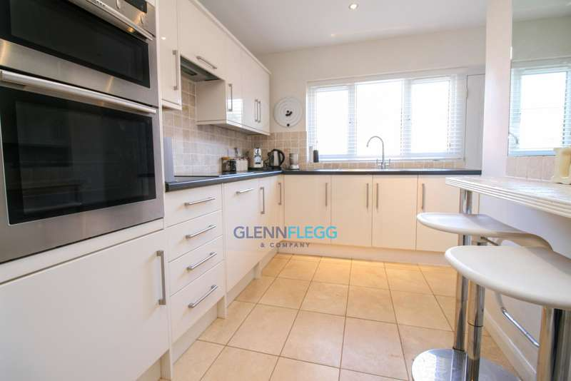3 Bedrooms Maisonette Flat for sale in St Luke's Road, Old Windsor
