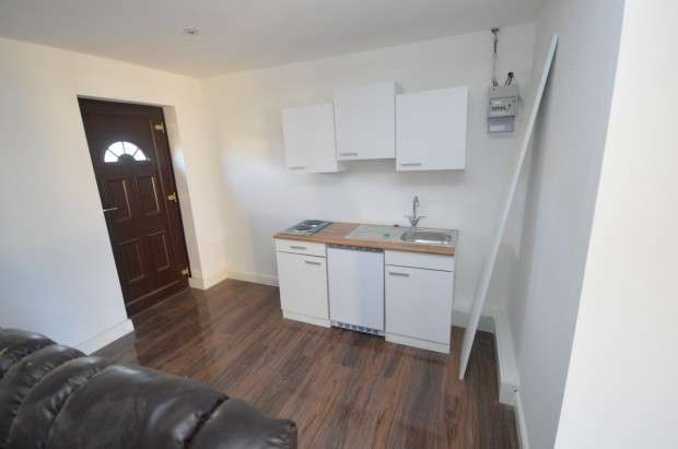 Flat for rent in A Beehive Lane, Gants Hill, IG4