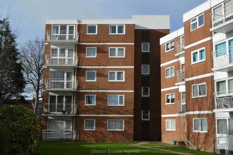 3 Bedrooms Flat for sale in Leventhorpe Court, Gosport