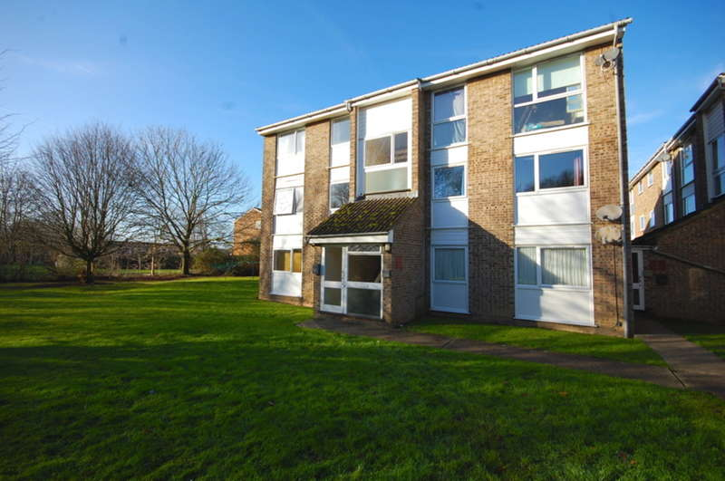 2 Bedrooms Flat for sale in Foxglove Way, SPRINGFIELD, Chelmsford, CM1