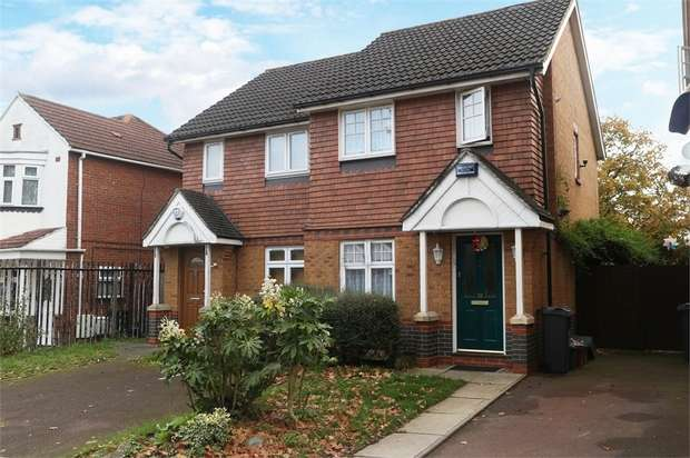 2 Bedrooms Semi Detached House for sale in Avondale Gardens, Hounslow, Greater London