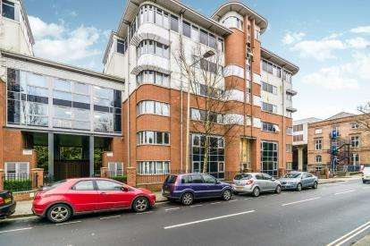 Flat for sale in Central Park Avenue, Plymouth, Devon