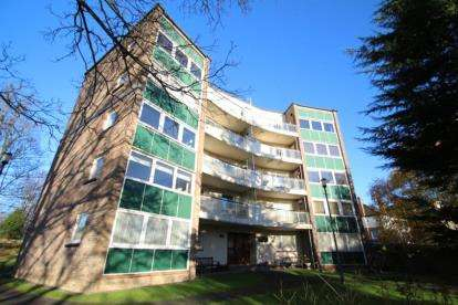 2 Bedrooms Flat for sale in Sutherland Court, 15 Bruce Road