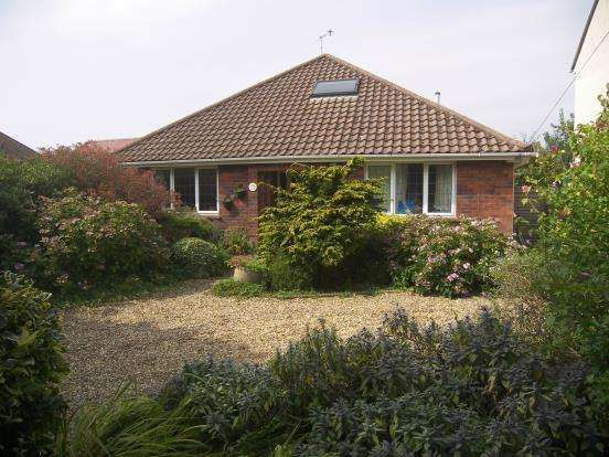 4 Bedrooms Bungalow for sale in Emsworth, Hampshire, .