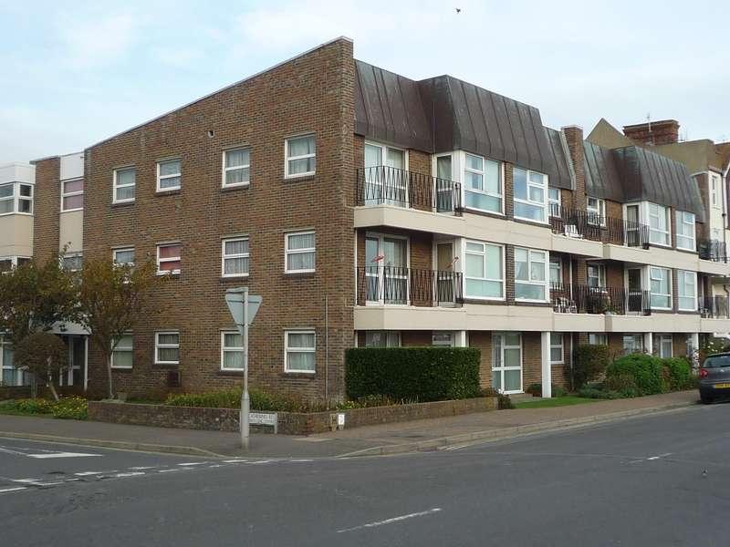 2 Bedrooms Flat for rent in Green Court, St Catherines Road, Littlehampton