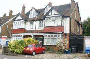3 Bedrooms Flat for sale in Mayfield Road, Sanderstead, South Croydon, .