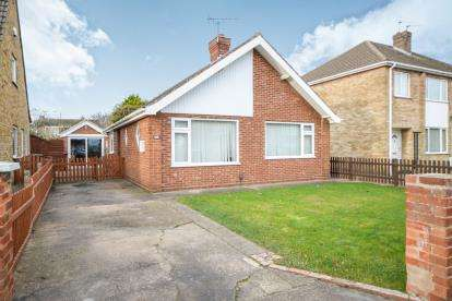 2 Bedrooms Bungalow for sale in Astwick Road, Lincoln, Lincolnshire