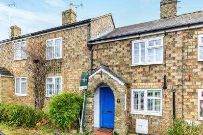 3 Bedrooms Terraced House for sale in Station Road, Lower Stondon, Henlow, Bedfordshire