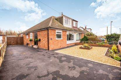 4 Bedrooms Semi Detached House for sale in Northumberland Avenue, Thornton-Cleveleys, Lancs, FY5