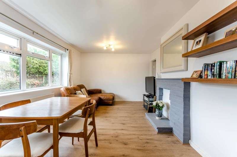1 Bedroom Flat for sale in Merrow, Bushy Hill, GU1