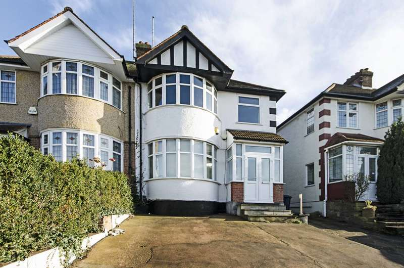 3 Bedrooms Flat for rent in Southfields, Hendon, NW4