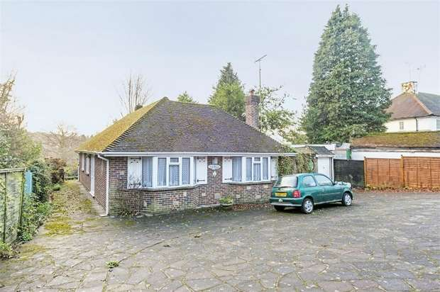 3 Bedrooms Detached Bungalow for sale in Epsom Lane North, Tadworth