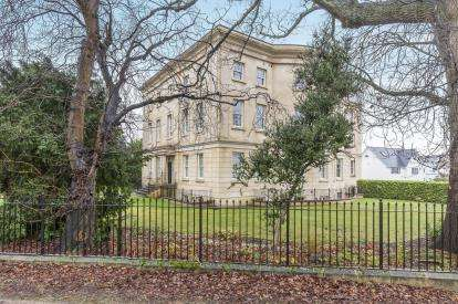 2 Bedrooms Flat for sale in The Park, Cheltenham, Gloucestershire