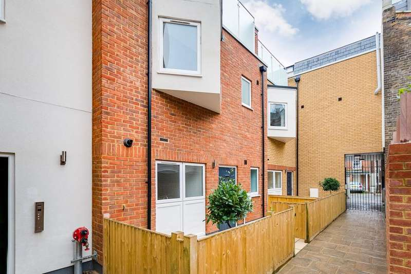 4 Bedrooms House for sale in Vicarage Crescent, London, SW11