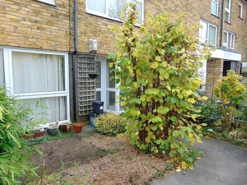 2 Bedrooms Ground Maisonette Flat for sale in Markfield, Court Wood Lane, Croydon, CR0 9HH