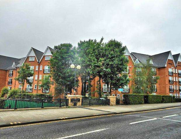 3 Bedrooms Flat for rent in Crown Quay, Prebend Street, MK40