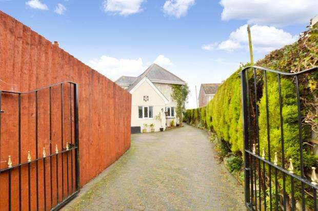 5 Bedrooms Detached House for sale in Liskeard Road, Saltash, Cornwall