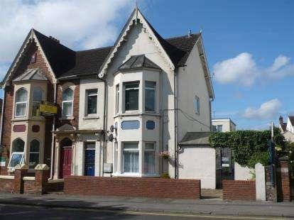2 Bedrooms Flat for sale in Park Lane, Swindon, Wiltshire