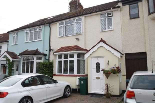 3 Bedrooms Terraced House for rent in Westleigh Avenue, Leigh on Sea