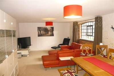 2 Bedrooms Flat for rent in House of York