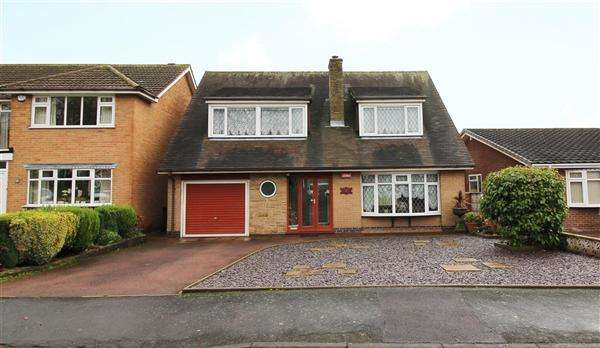 4 Bedrooms Detached House for sale in Meriden Close, Cannock