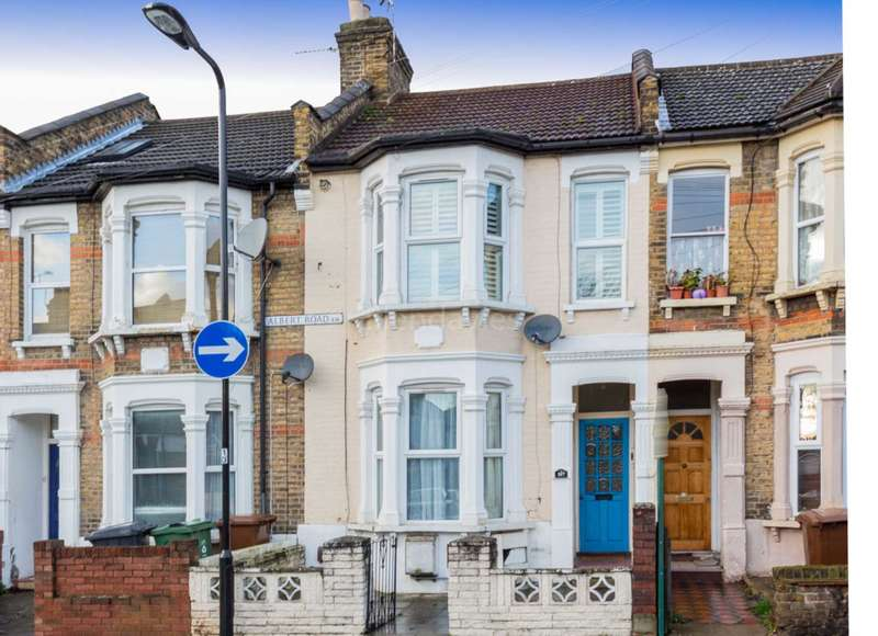 2 Bedrooms Flat for sale in Albert Road, Leyton