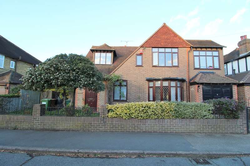 5 Bedrooms Detached House for sale in Fontmell Park, Ashford, Middlesex, TW15