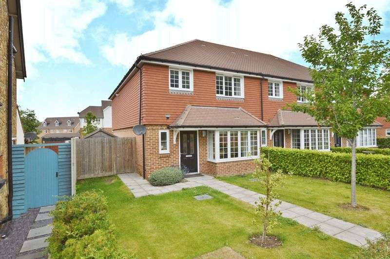 3 Bedrooms Property for sale in Anvil Cottages Catteshall Lane, Godalming
