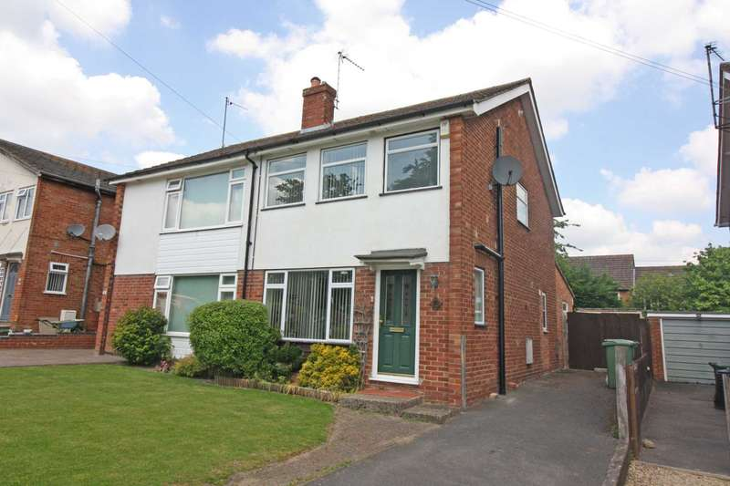 3 Bedrooms Semi Detached House for sale in Cronshaw Close, Didcot