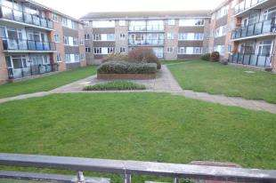 2 Bedrooms Flat for sale in Westbrook, Lustrells Vale, Saltdean, East Susex