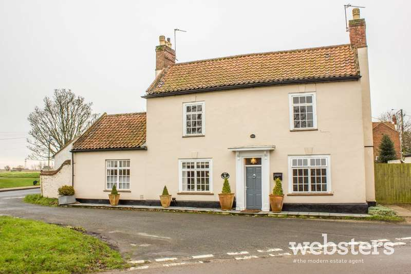 4 Bedrooms Detached House for sale in Old Norwich Road, Horsham St Faith NR10