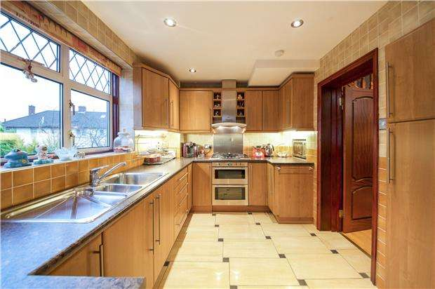 3 Bedrooms Semi Detached House for sale in Maple Grove, KINGSBURY, NW9 8RD