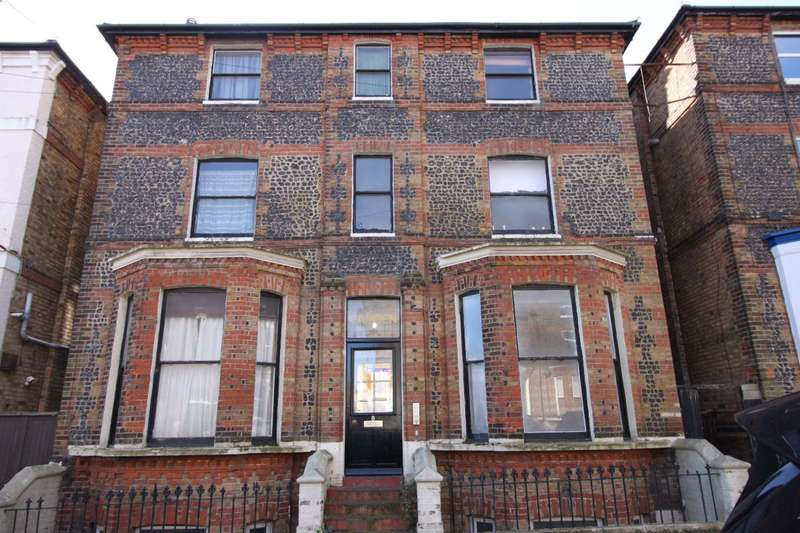 2 Bedrooms Flat for rent in Chandos Square