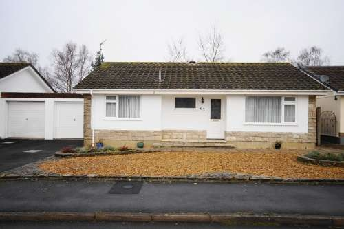 2 Bedrooms Bungalow for sale in Arnold Road, West Moors, Dorset