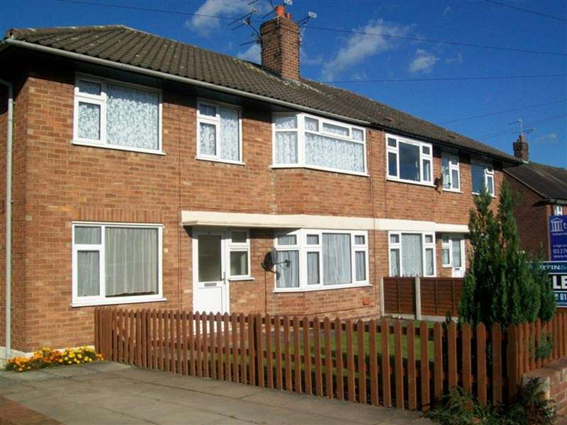2 Bedrooms Maisonette Flat for sale in Queens Drive, Nantwich CW5