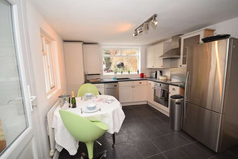 1 Bedroom Flat for sale in Hampton Road, Hampton Hill, Middlesex, TW12