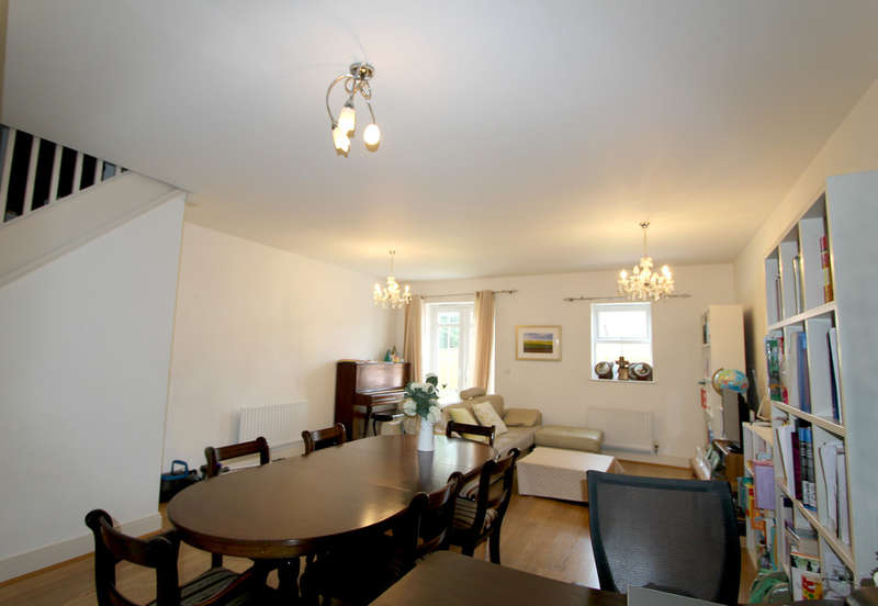 4 Bedrooms Semi Detached House for rent in Beaumont Drive,Worcester Park
