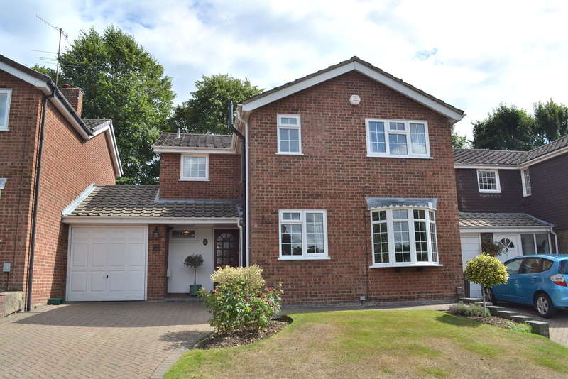 3 Bedrooms Semi Detached House for sale in Beechpark Way, Watford