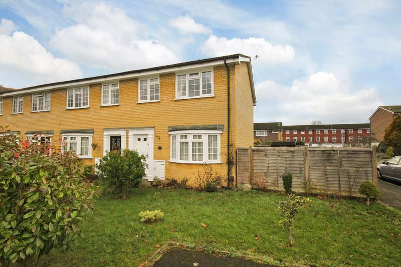 3 Bedrooms End Of Terrace House for sale in Hawksway, Staines-Upon-Thames, TW18