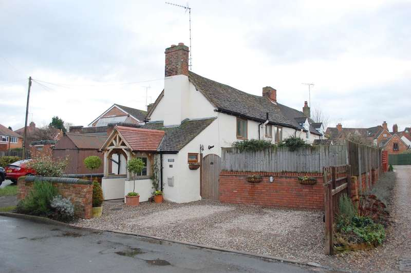 2 Bedrooms Cottage House for sale in Moorfield Road, Alcester, B49