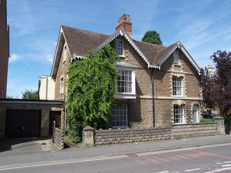 3 Bedrooms Property for sale in Spring Road, Abingdon