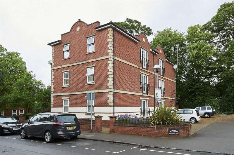 2 Bedrooms Flat for sale in Matthew Clarke House, Bowden Lane, Market Harborough, Leicestershire