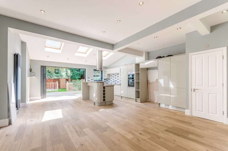 3 Bedrooms House for rent in Oak Hill Gardens, Woodford Green, IG8