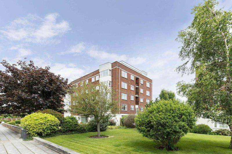 2 Bedrooms Penthouse Flat for sale in Craneswater Park, Southsea