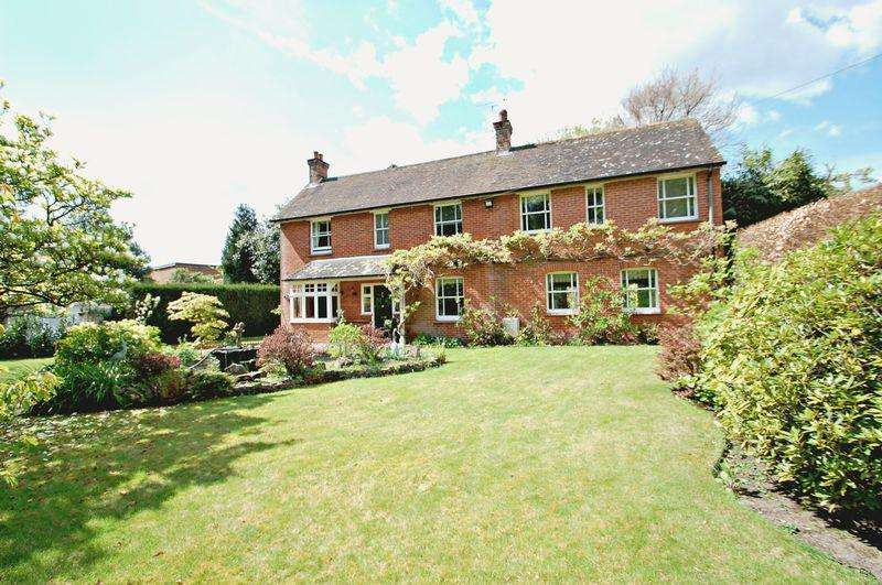 5 Bedrooms Detached House for sale in Petersfield Road, GREATHAM, Hampshire, GU33