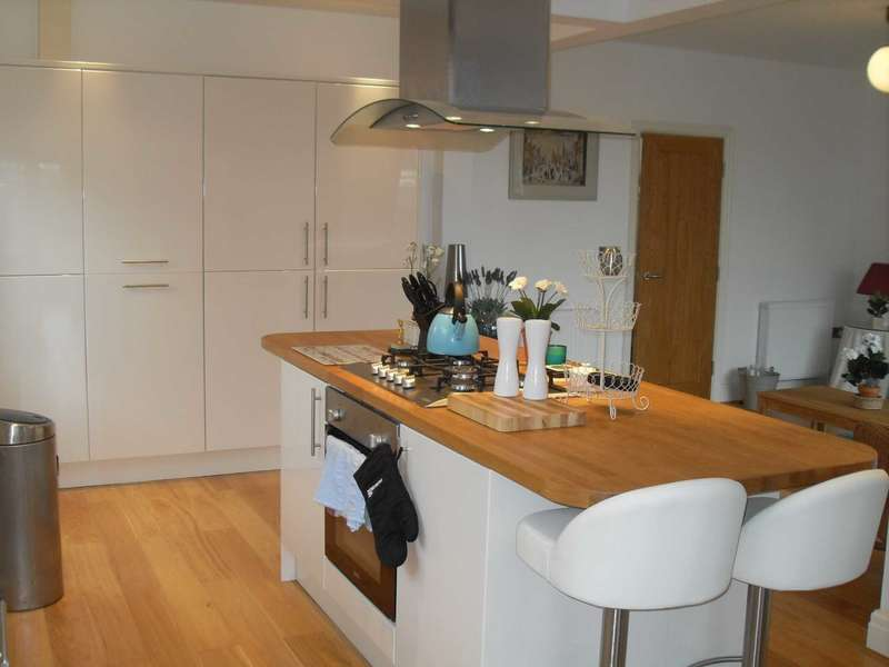 4 Bedrooms Semi Detached House for rent in Bakers Lane, Churchtown, PR9 9RN