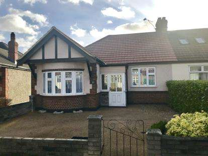 3 Bedrooms Bungalow for sale in Redbridge, London, Ilford