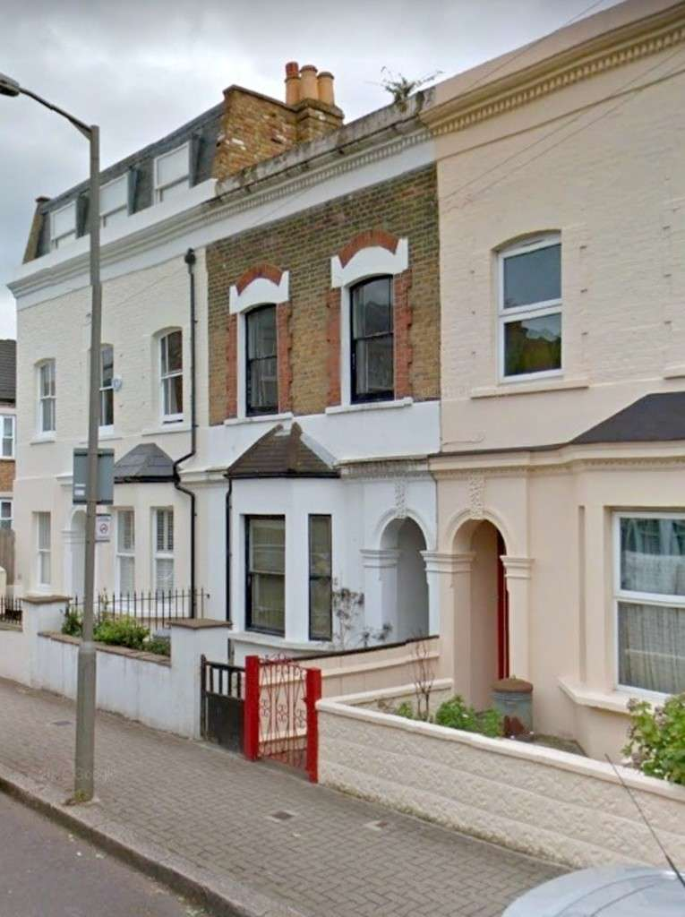 4 Bedrooms Terraced House for rent in Martindale Road, Balham SW12