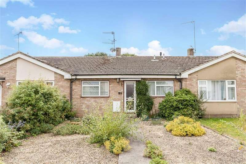 2 Bedrooms Bungalow for sale in Wychwood Close, Milton Under Wychwood, Oxfordshire