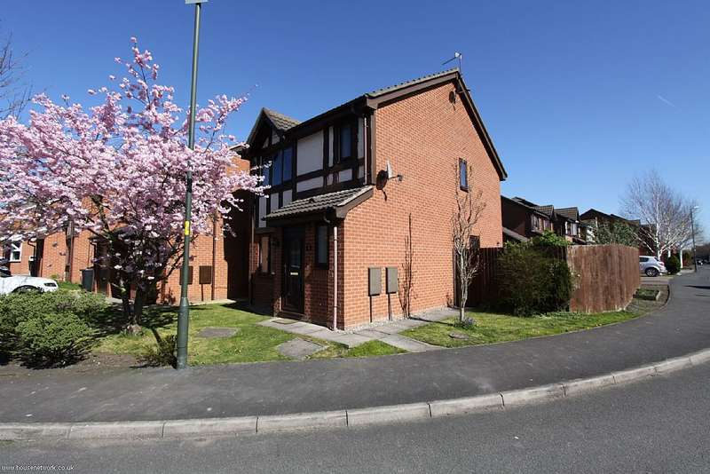 3 Bedrooms Detached House for sale in 34 Moreton Drive, Pennington, Leigh, Lancashire, WN7 3NF
